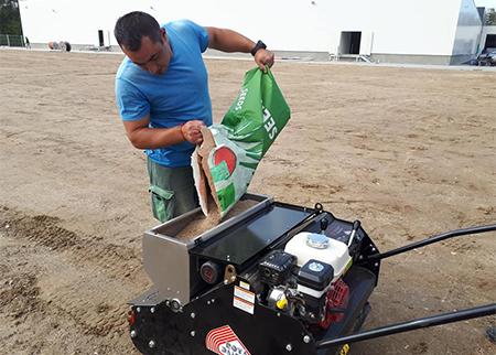 Машинно затревяване с професионална сеялка